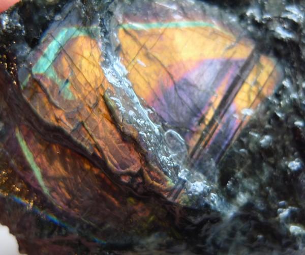 スペクトロライトの原石